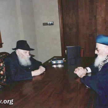 הרבי מלובאויטש והרב מרדכי אליהו (21)
