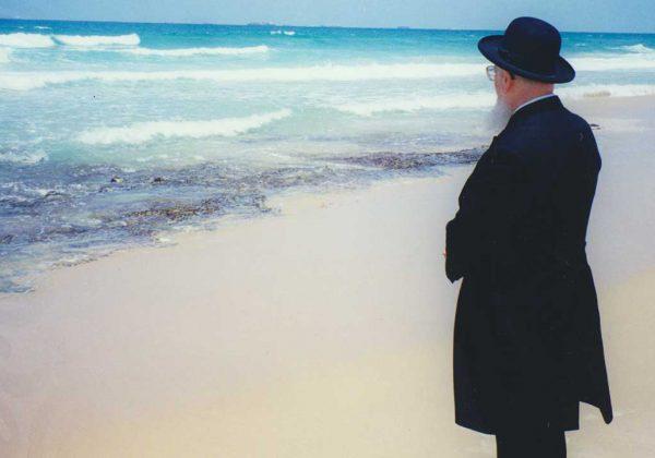 הרב-מרדכי-אליהו-בגוש-קטיף