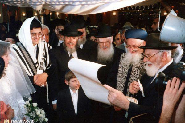 הרב מרדכי אליהו בחתונה (2)