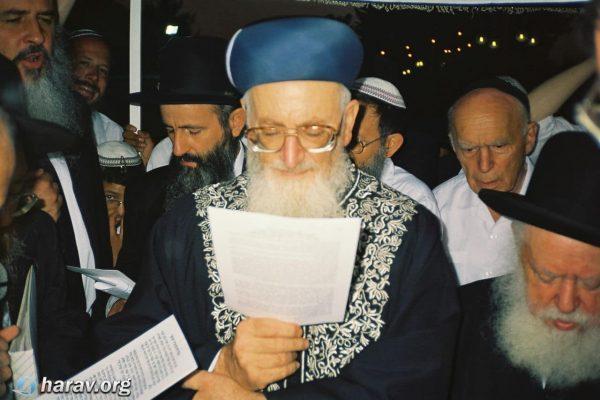 הרב מרדכי אליהו בחתונה (3)