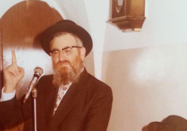 מרן-הרב-מרדכי-אליהו-בצעירותו