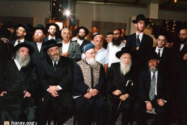 משמאל לימין - האדמור מלעלוב - הרב לנדא - מרן הרב - האדמור מבוסטון - הרב סעדיה עמור - _1553240875